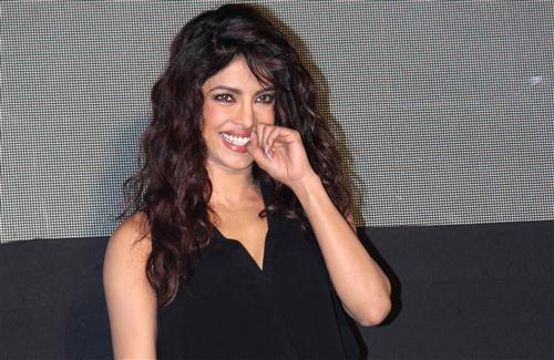 Cute Smile of Bollywood Actress Priyanka Chopra HD Wallpapers